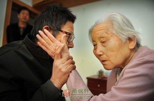 呵护百岁母亲如女儿